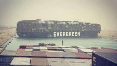 السفينة إيفر جيفن تتسبب باختناق مروري بحري في قناة السويس، فمتى سيتم تعويمها