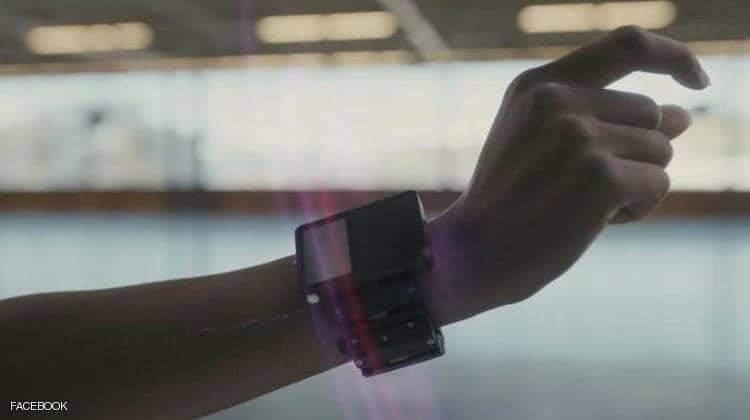 سوار معصم Facebook الخاص بالواقع الافتراضي والمدعوم عبر إشارات الدماغ